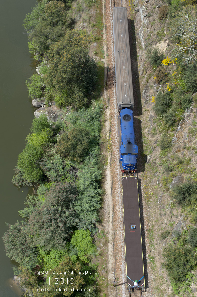 google_street_train_view_douro_line